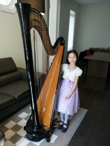 After completing her Grade 6 RCM Exam with First Class Honours only after started one year and three months ago, Chloe Yip has now progressed to the pedal harp, advancing her studies by joining the Harp Sinfonia and working towards the RCM Grade 8 Level.