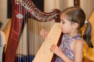Ajooni Singh enjoyed her first harp concert where she participated enthusiastically in the Twinkle Twinkle Ensemble.